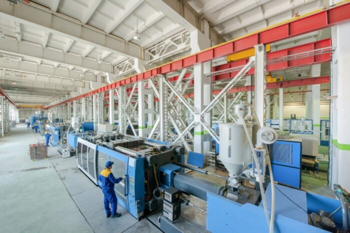 Industrial injection molding press machine